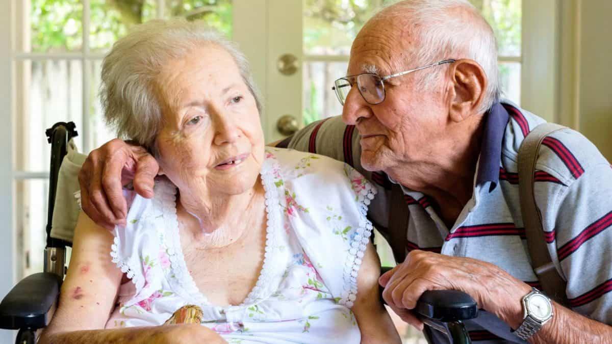 Симптомы и признаки болезни Альцгеймера