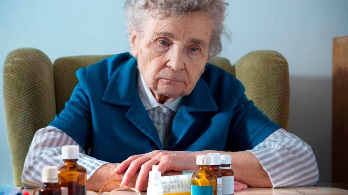 Как лечить депрессию у пожилого родственника в домашних условиях