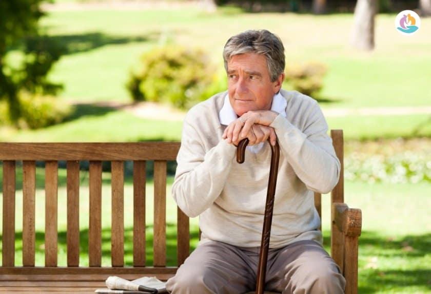 Как выбрать трость для пожилого человека: обзор конструкций
