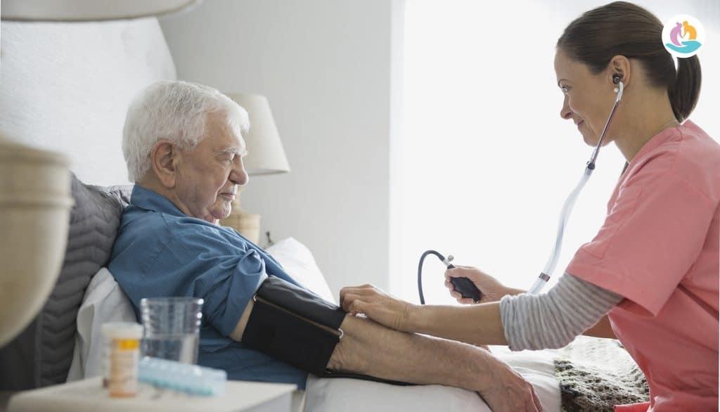 Почему падает давление у пожилого человека причины