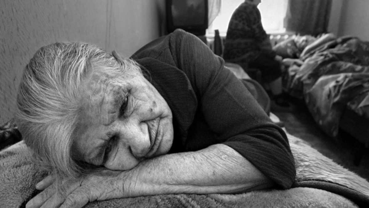 Запах пожилых людей: причины и как от него избавиться?