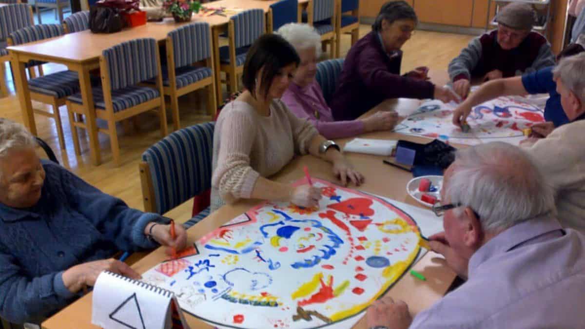 Занятия и мероприятия для пожилых с деменцией